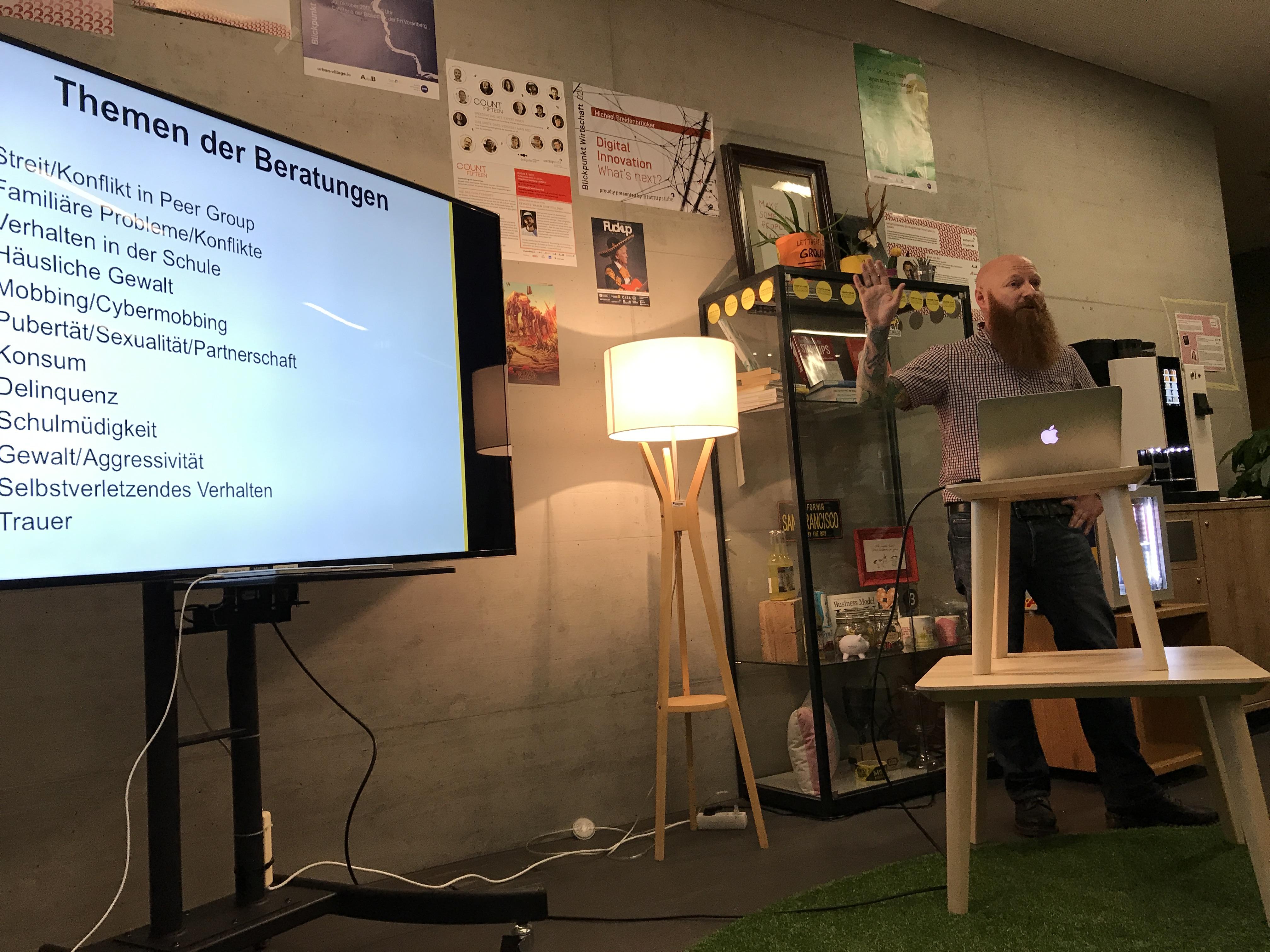 Du kannst die startupstube und Meetingräume für Präsentationen reservieren.